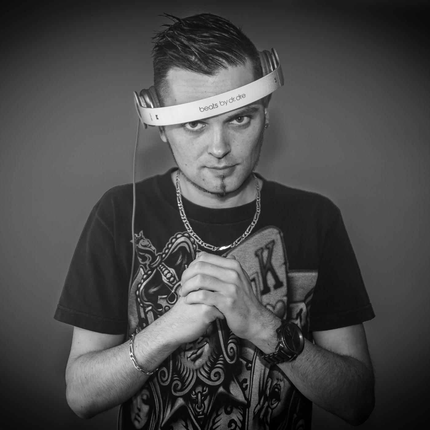 DJ YOHNS